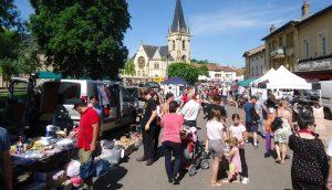 La foule du vide-greniers à Courcelles-Chaussy-f1cb781e